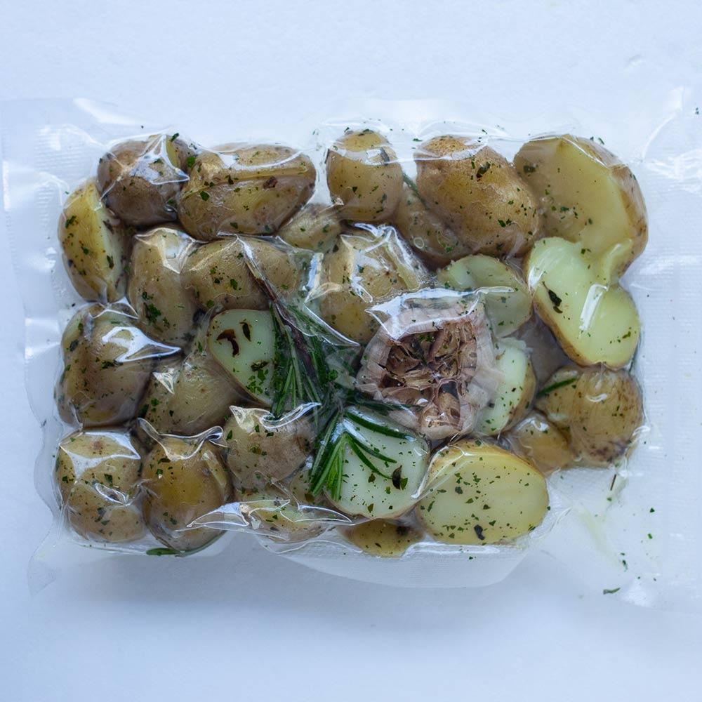 Vārīti jaunie kartupeļi ar garšaugiem (cepšanai) (0.7 kg)